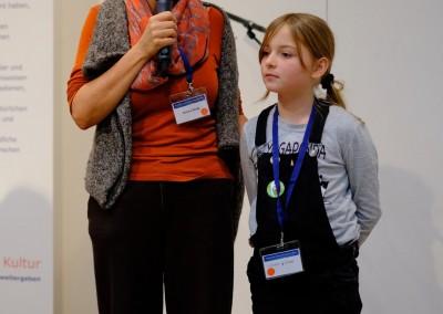 Simone König mit Assistentin